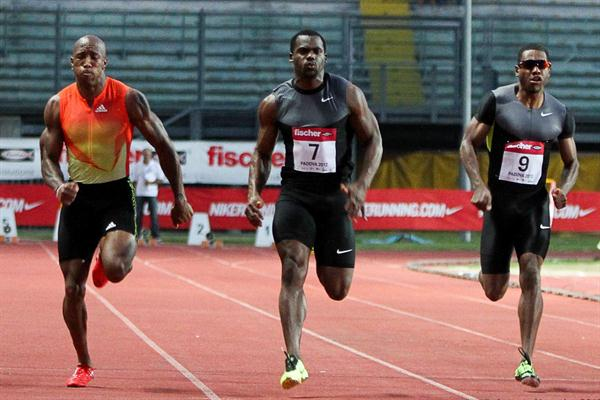 Nesta Carter (c) en route to a new meet 100m record in Padua (Antonio Muzzolon)