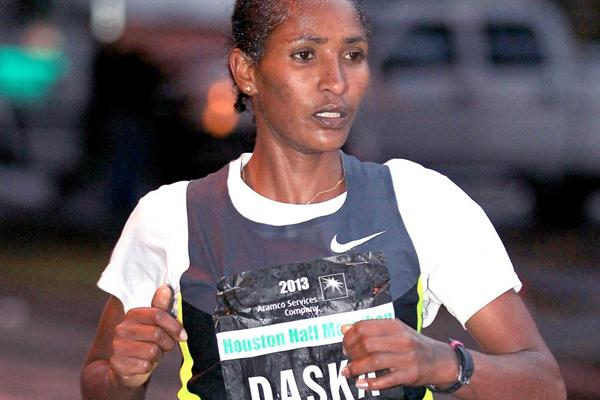 Mamitu Daska on her way to winning the Houston Half-marathon (Victah Sailor)