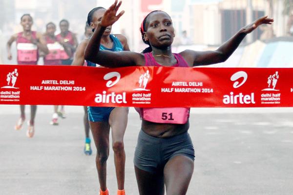 Florence Kiplagat winning the 2014 Delhi Half Marathon (organisers)