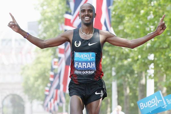 Mo Farah wins the 2011 'Bupa London 10,000' (© Getty Images)