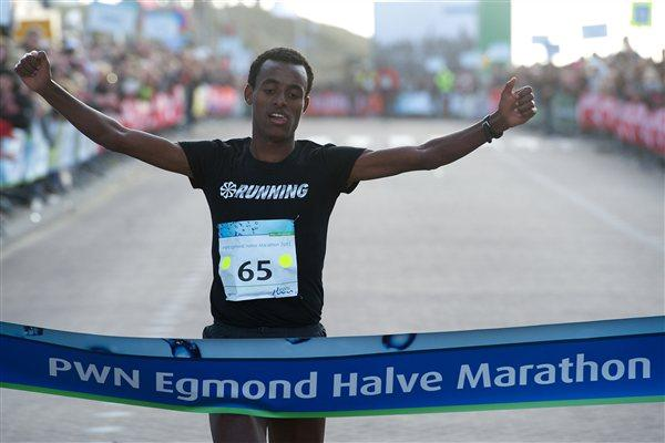 Strong half marathon debut for Dawit Wolde in Egmond aan Zee (Orange Pictures)
