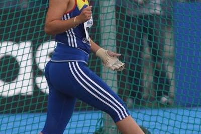 Bianca Perie of Romania on her way to victory in the Women's Hammer Throw (Getty Images)