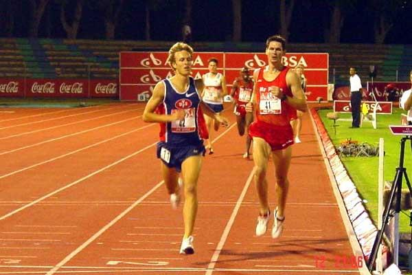 Johan Cronje (left) snatches the victory from Clyde Colenso - Port Elizabeth 1500m (Mark Ouma)