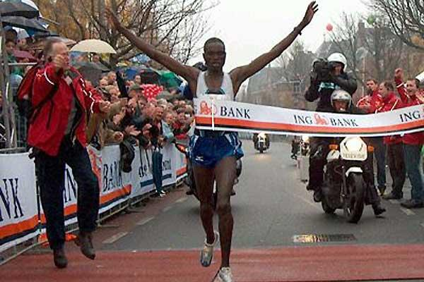 Richard Yatich wins the 'Seven Hills' 15km in Nijmegen (Henk Stevens)