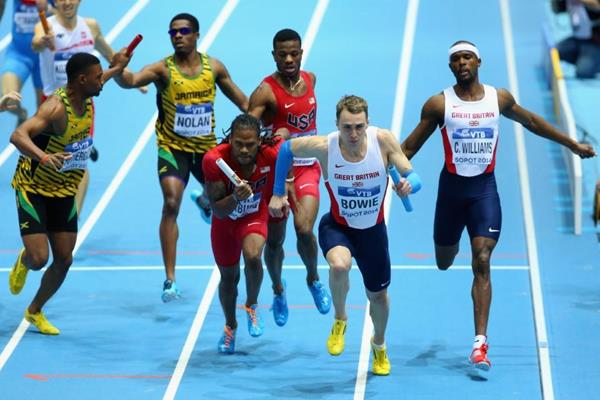 The first changeover in the men's 4x400m at the 2014 IAAF World Indoor Championships in Sopot (Getty Images)