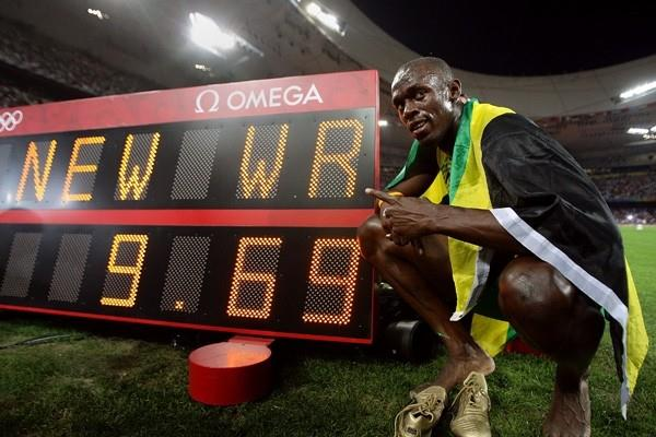 Usain Bolt with the world record figures: 9.69 (Getty Images)