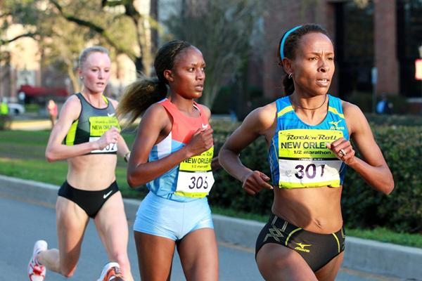 Meseret Defar leads from Mary Ngugi and Shalane Flanagan in New Orleans (Victah Sailor)