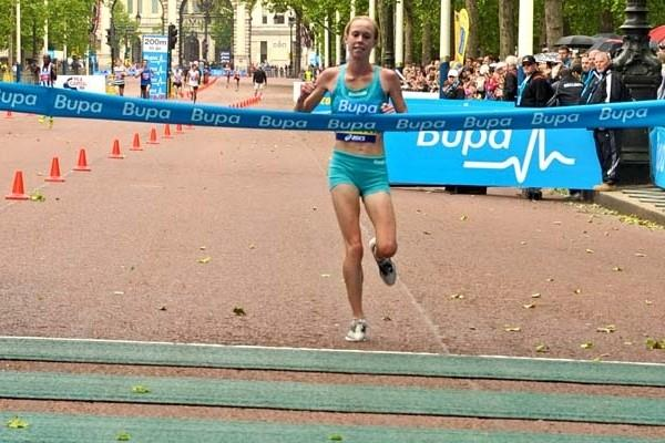 Kim Smith wins the 2009 BUPA British 10,000 (c)