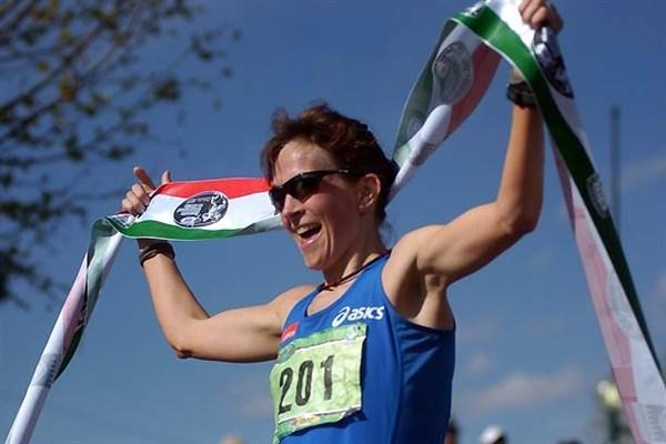 Kjersti Plätzer takes the 20km win in Chihuahua - 2009 IAAF Race Walking Challenge (Alex Aguirre)