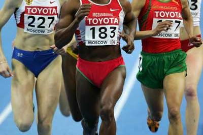Maria de Lurdes Mutola of Mozambique on her way to victory in the 800m final (Getty Images)