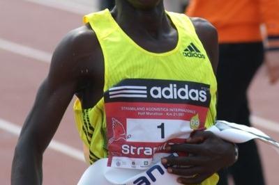 Paul Kimaiyo Kimugul returns from injury to win the Stramilano (Lorenzo Sampaolo)