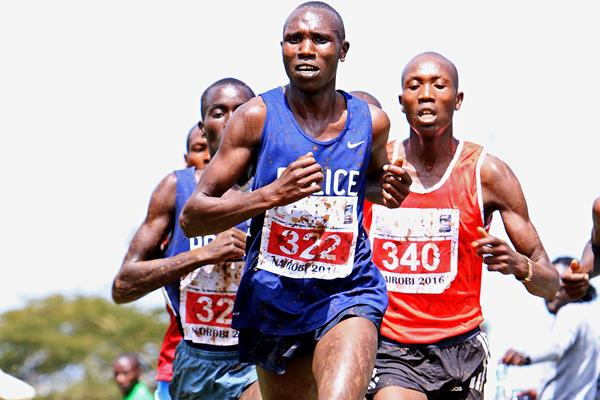 Geoffrey Kamworor leading at the 2016 IAAF Permit/Athletics Kenya National Cross Country meeting (David Ogeka)