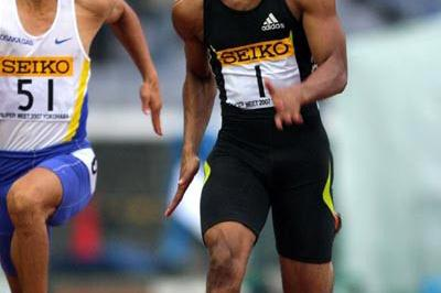 Tyson Gay dashing through the rain in Yokohama (Kazutaka Eguchi (Agence SHOT))