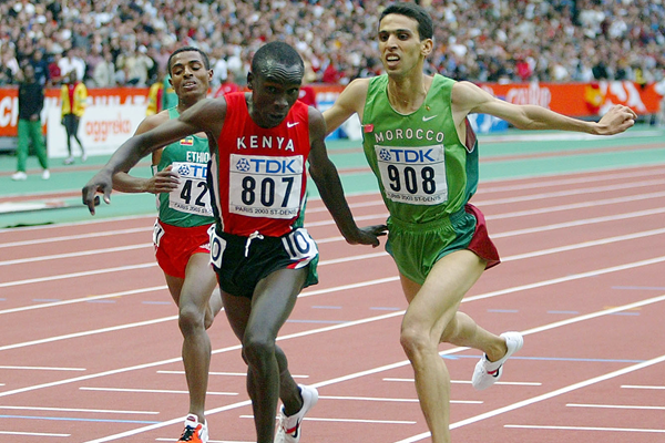 Eliud Kipchoge outdips Hicham El Guerrouj in the 5000m at the 2003 IAAF World Championships (Getty Images)