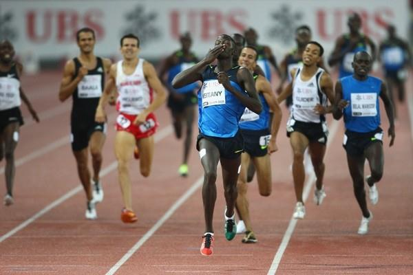 Haron Keitany defeats Olympic champion Rashid Ramzi in the 1500m (Getty Images)