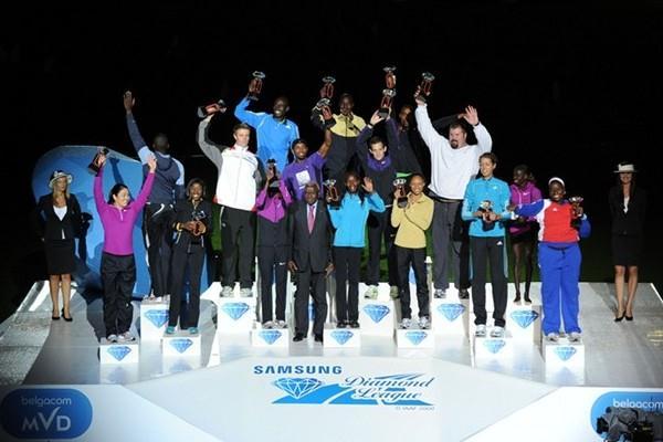 16 Diamond Trophy winners on the stage in Brussels (Jiro Mochizuki)