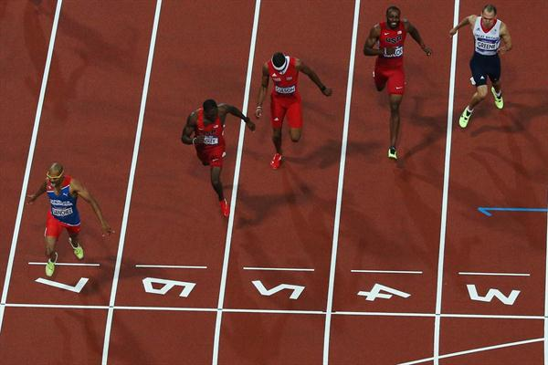 Felix Sanchez of Dominican Republic crosses the finish line ahead of Michael Tinsley of the United States to win the gold medal in the Men's 400m Hurdles final on Day of the 2012 London Olympic Games on 6 August 2012 (Getty Images)