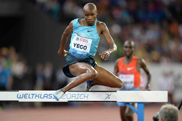 Hillary Yego on his way to winning the 3000m Steeplechase at the 2013 IAAF Diamond League meeting in Zurich (Jiro Mochizuki)