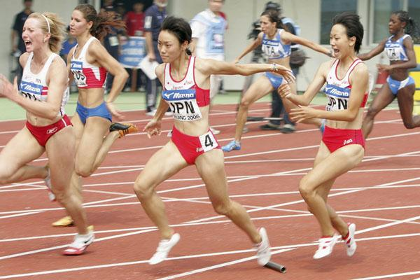 The Japanese 4x100m team drop the baton (Getty Images)