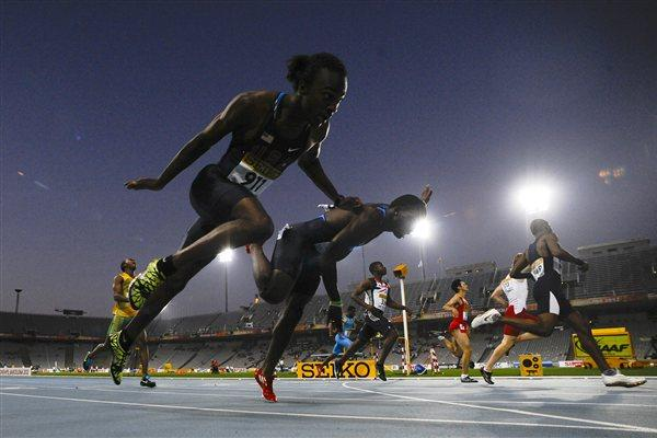 Delano Williams of Turks and Caicos Islands (R) crosses the finish line for winning the Men's 200 metres Final on the day four of the 14th IAAF World Junior Championships in Barcelona on 13 July 2012 (Getty Images)