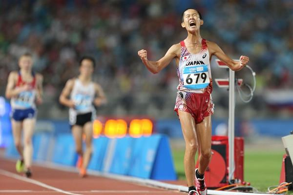 Minoru Onogawa celebrates after winning the 10,000m race walk at the 2014 Youth Olympic Games (Getty Images)
