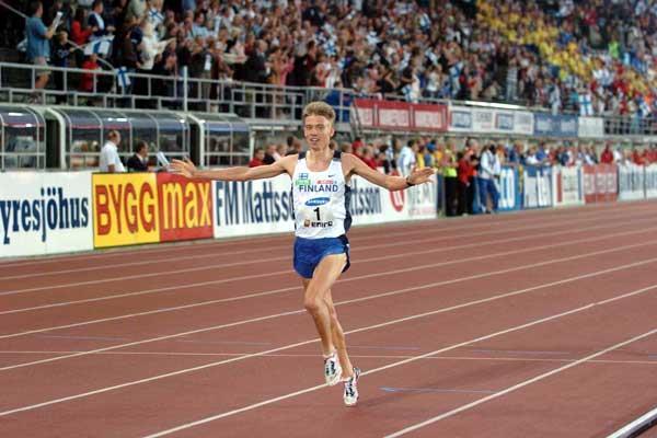 Jukka Keskisalo - 1500m / 3000m Steeplechase double - comes home triumphant in Helsinki (Hasse Sjögren)