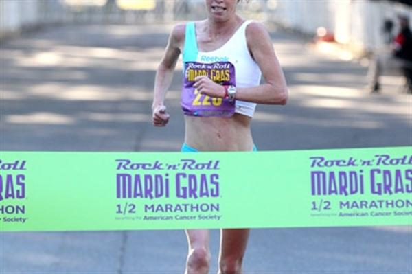 Kim Smith approaches the line in 1:07:36 for a US all-comers Half Marathon record in New Orleans (Victah Sailer)