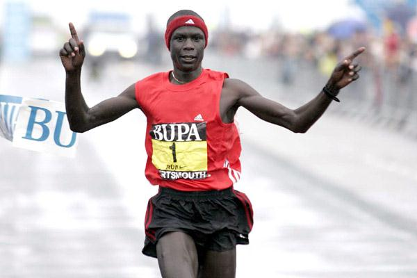 Luke Kibet on his way to victory at the 2007 Great South Run (Mark Shearman)