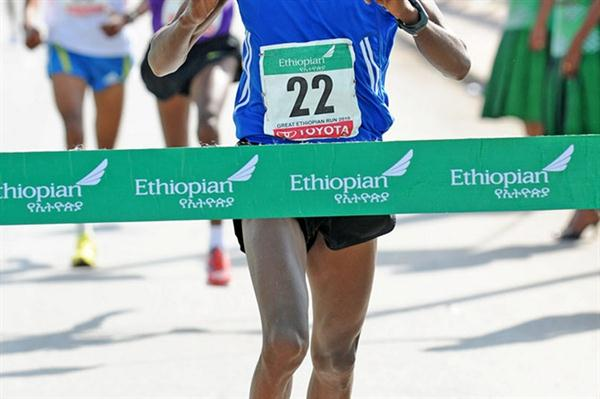 Azmeraw Bekele nabs a one-second victory at the Great Ethiopian Run (Mark Shearman)