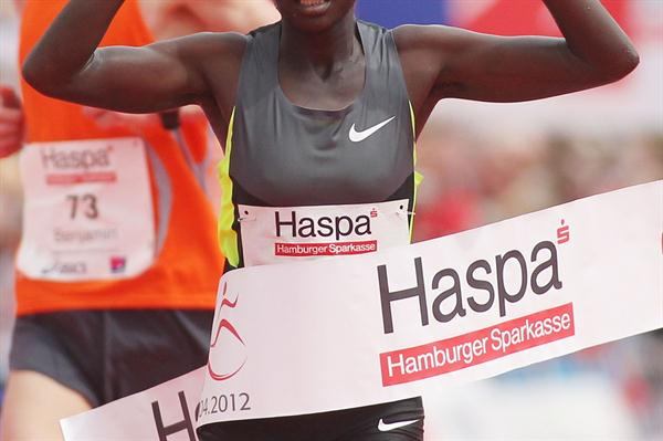 2:23:47 course record for Rael Kiyara of Kenya in Hamburg (Hamburg Organisers)