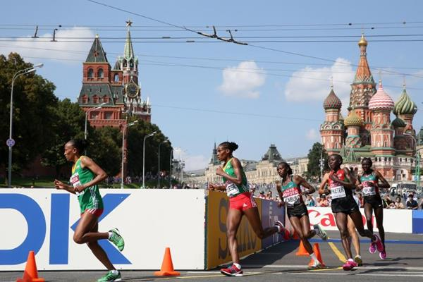 Action shot in the women's Marathon at the IAAF World Athletics Championships Moscow 2013 (Getty Images)