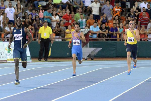 LaShawn Merritt (left) winning the 400m at the 2014 Ponce Grand Prix (Rafael Contreras / organisers)