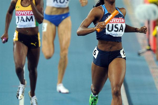 Francena McCorory of the USA crosses the finish line ahead of Shericka Williams of Jamaica to secure victory in the women's 4x400 metres relay (Getty Images)