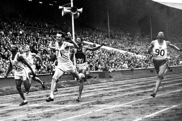 Mel Patton wins the 1948 Olympic 200m title (Getty Images)