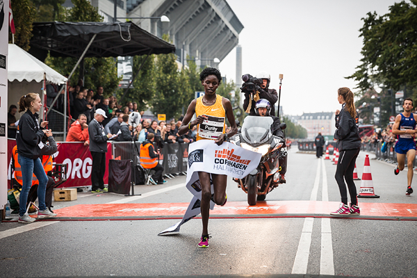 Purity Rionoripo wins the Copenhagen Half Marathon (CPH Half 2015)
