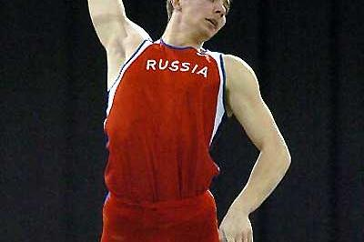 Igor Pavlov wins the 2004 World Indoor Pole Vault title (AFP/Getty Images)