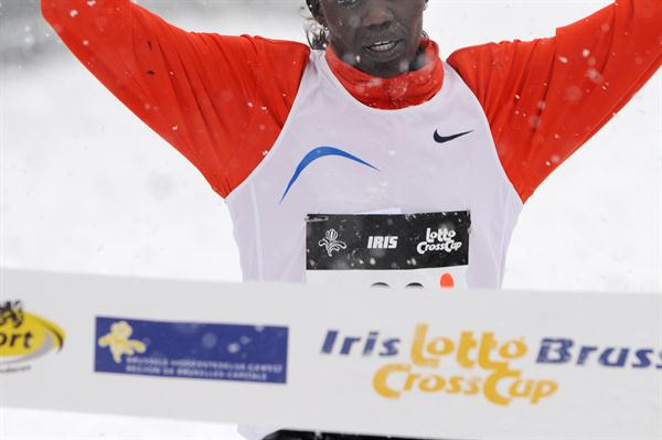 Caroline Chepkwony winning in the snow of Brussels (Nadia Verhoft)