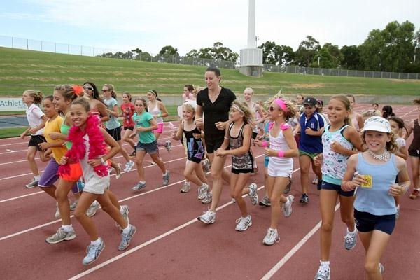 Jana Rawlinson training with young kids (Getty Images)