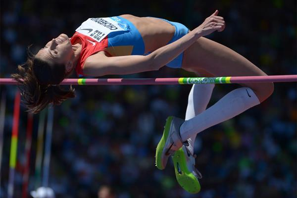 Anna Chicherova clears 2.01m at the IAAF Diamond League meeting in Eugene (Kirby Lee)