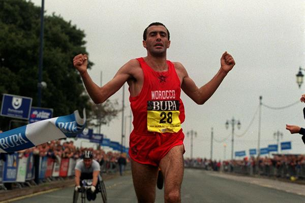 Khalid Skah wins 2001 Great South Run (Getty Images)