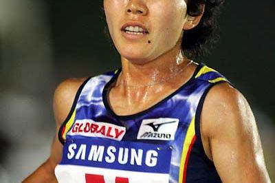 Mizuki Noguchi running 5000m in Gyeonggi-Do Hwaseong, Korea (Kazutaka Eguchi - Agence SHOT)