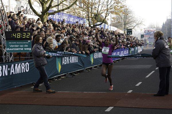 Waganesh Mekasha wins the ABN-AMRO Zevenheuvelenloop (Seven Hills Run) over 15 kilometres (organisers)