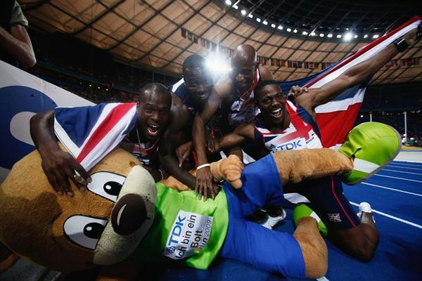 (L-R) Simeon Williamson, Tyrone Edgar, Marlon Devonish and Harry Aikines-Aryeetey of Great Britain celebrated their World Championship bronze medal with Berlino the Bear (Getty Images)