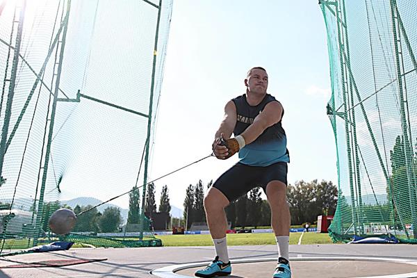 Krisztian Pars on his way to victory in the hammer (Giancarlo Colombo)