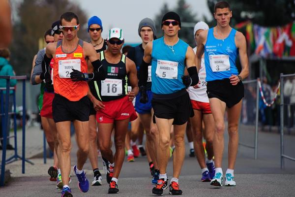 Rafal Augustyn leads the chasing pack in the early stages of the 2016 Dudinska 50 (Pavol Uhrin / Fotosport)