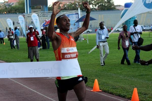 Ethiopia's Atsedu Tesfaye winning the 57th Sao Silvestre de Luanda (Filipe Oliveira / Atleta-Digital)
