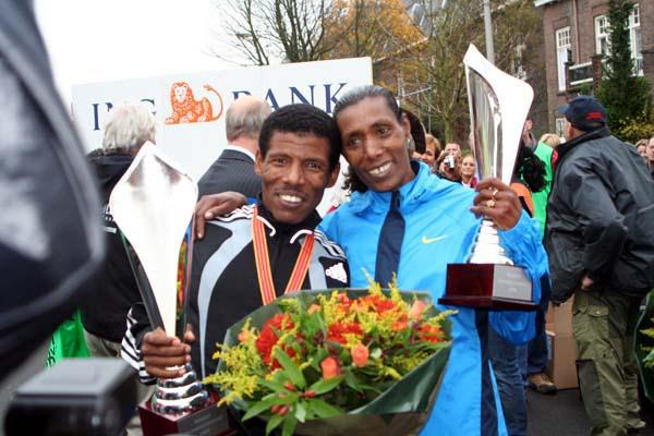 Berhane Adere and Haile Gebrselassie celebrate after winning the 2005 Seven Hills 15km (Willem van Gerwen)