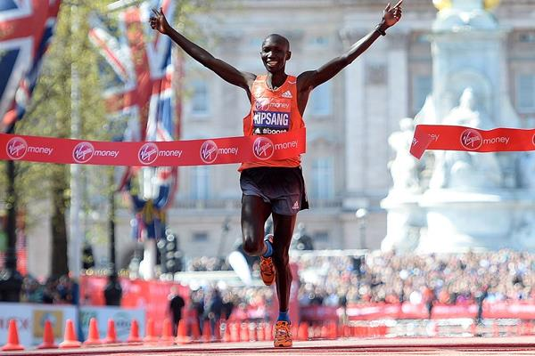 Wilson Kipsang wins the 2014 London Marathon (Getty Images)