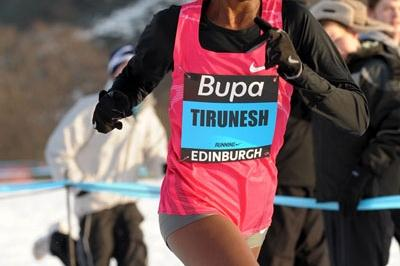 Tirunesh Dibaba on her way to win the 2010 BUPA Great Edinburgh International Cross Country (Mark Shearman)
