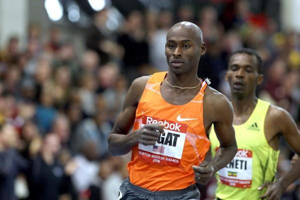 Bernard Lagat on the way to the US record in his indoor 5000m debut (Victah Sailer)